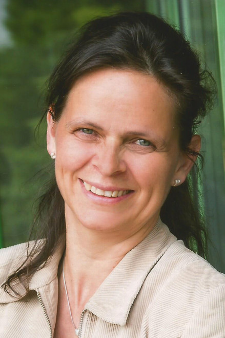 Frau Dr. Broszat